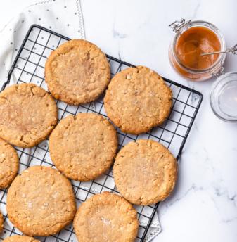 Oats, Caramel & Sea Salt Cookie (eggless)